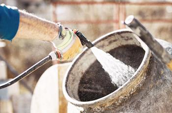 Relação água/cimento: o que é e como afeta a qualidade do concreto?